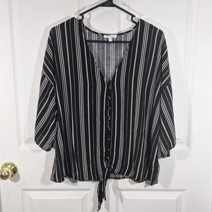 💜4/25 Maurices striped plus size tie front blouse